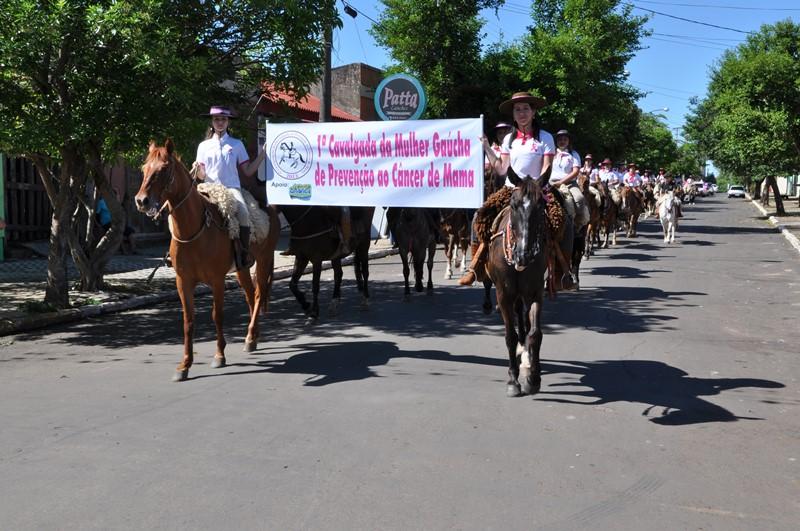 Cavalarianas chegam à Praça Eng. Bélgio Tabajara, no Cais do Porto