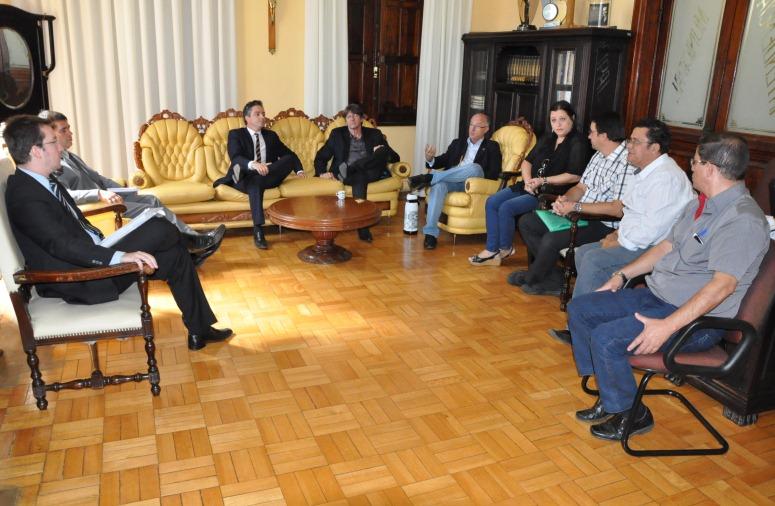 Reunião entre representantes do MPF, da Corsan e do município