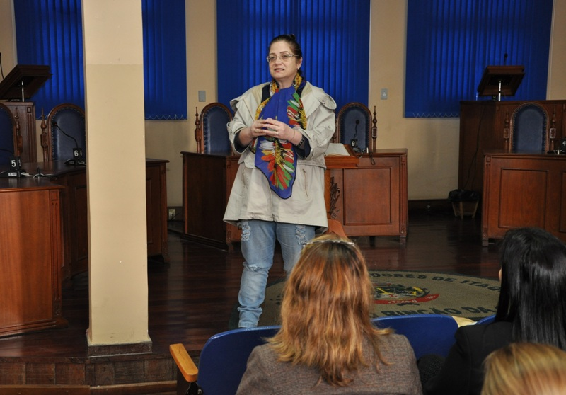 Salete Beatriz Roszkowski fala sobre o tema 'Violência contra a mulher'