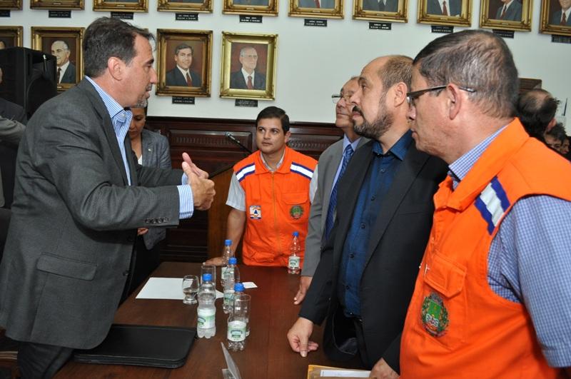 Ministro Occhi conversa com a comitiva itaquiense