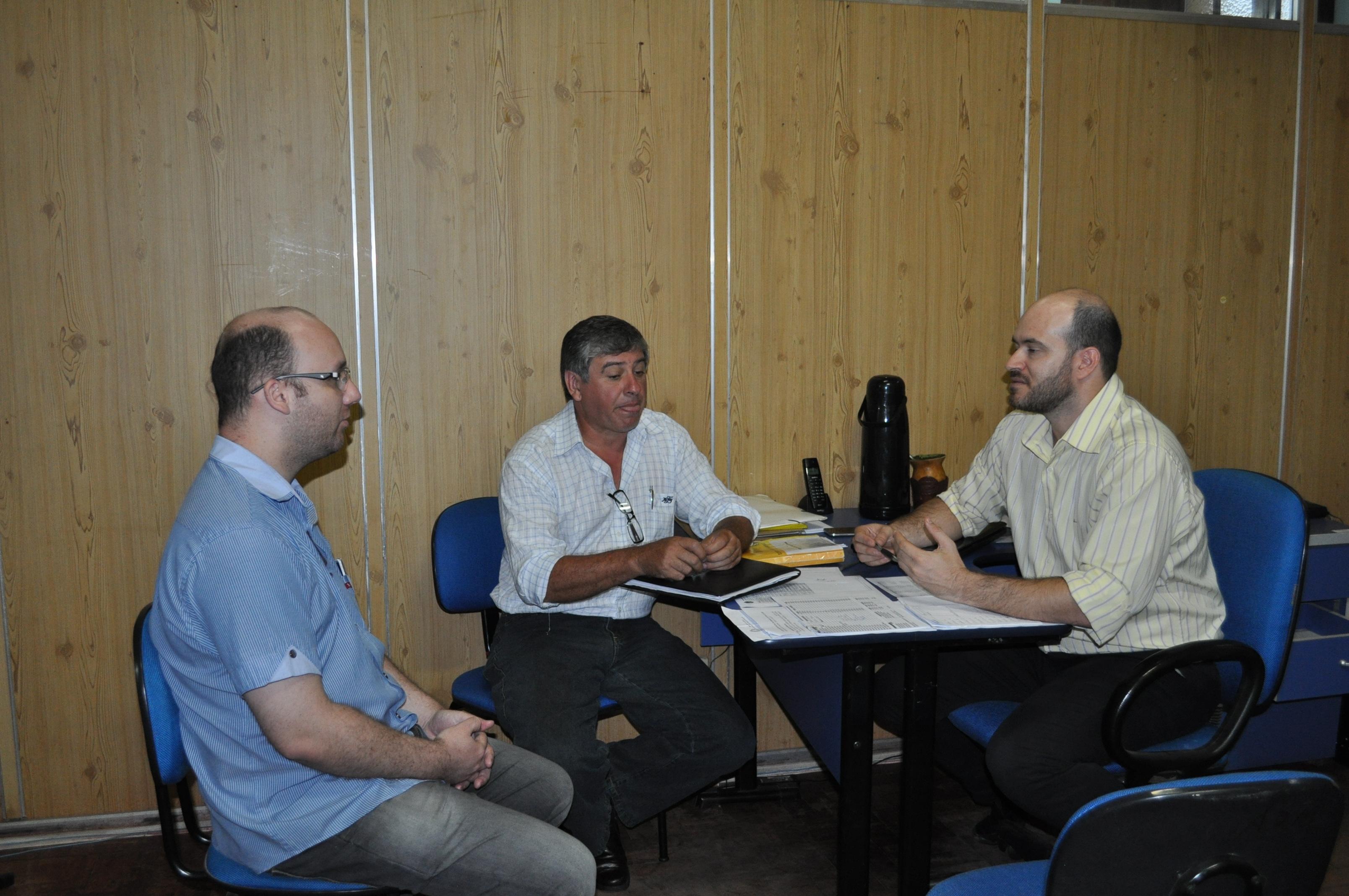 Secretário Municipal de Administração Fabiano Virgili, Analista Programador se Sistemas Anderson Ortiz e o empresário Gelson Rodrigues da Cia Cópias.