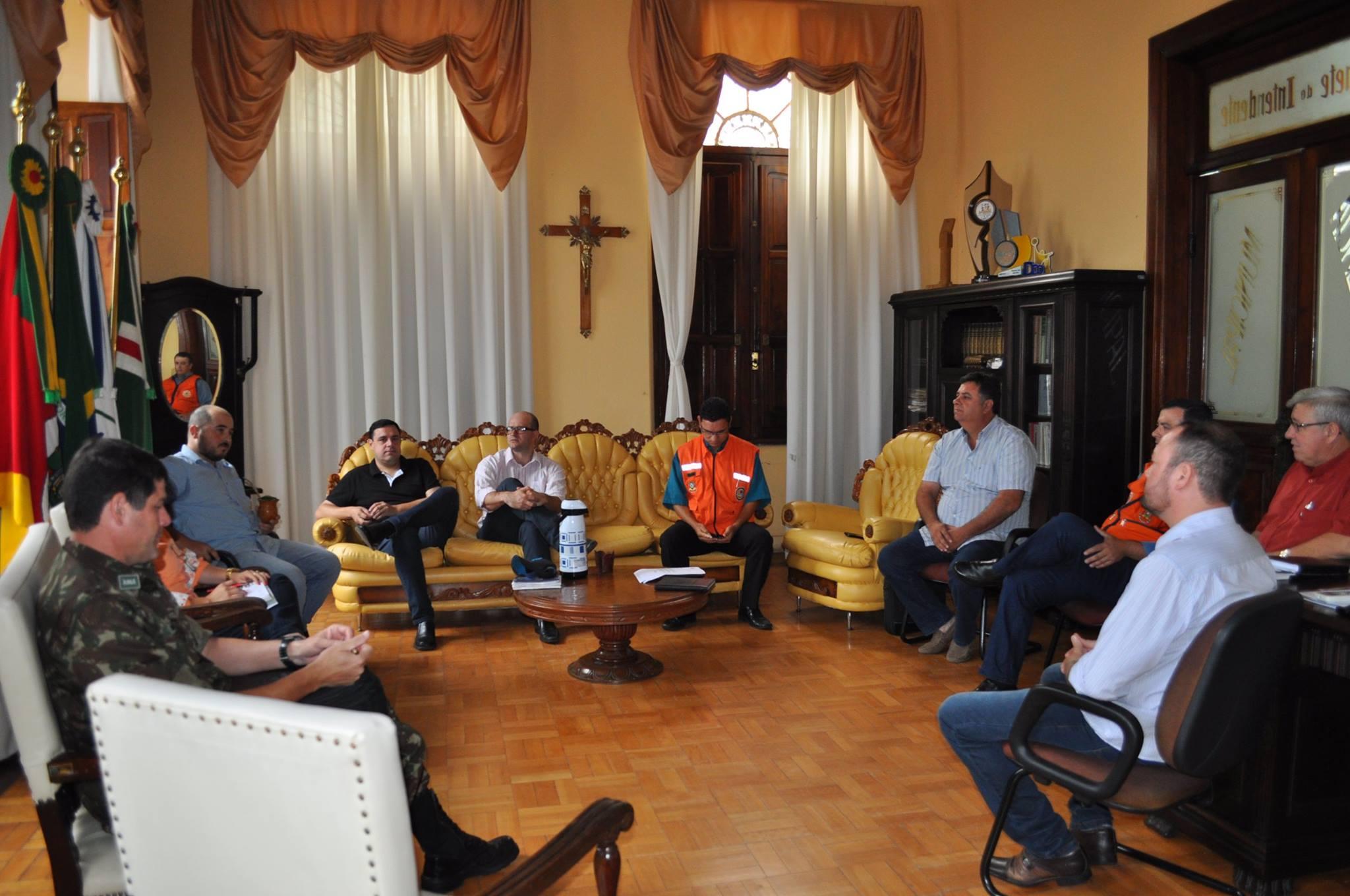 Reunião entre Defesa Civil, Prefeitura e Exército tratam a importância de uma Plano de Contingência