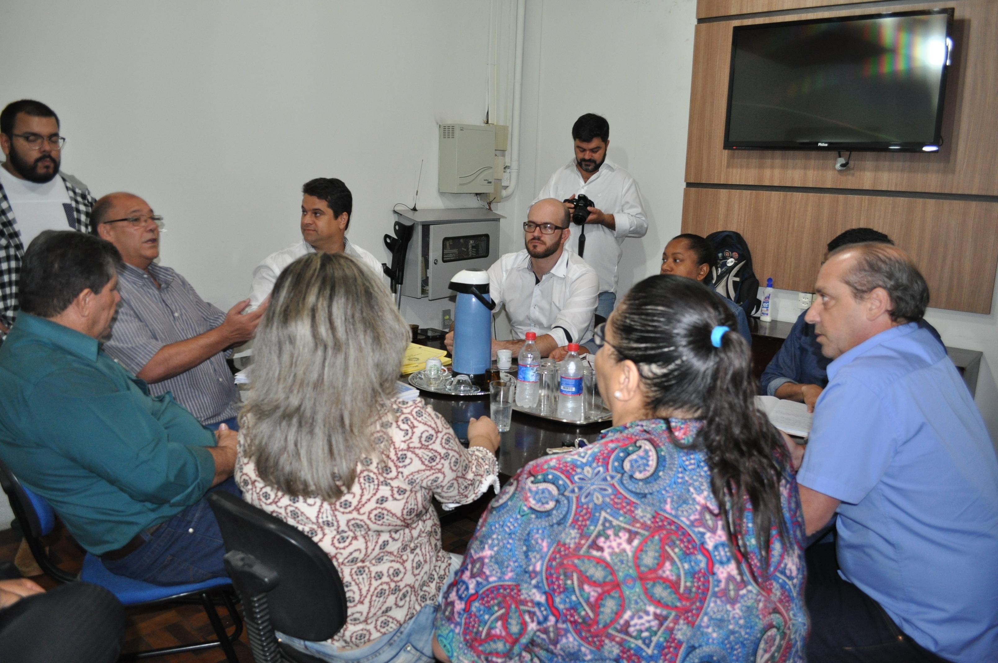 Explanação do Projeto durante a reunião.