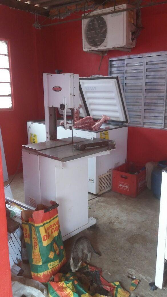 Local onde estavam armazenados cerca de 75 Kg de carnes sem procedência.