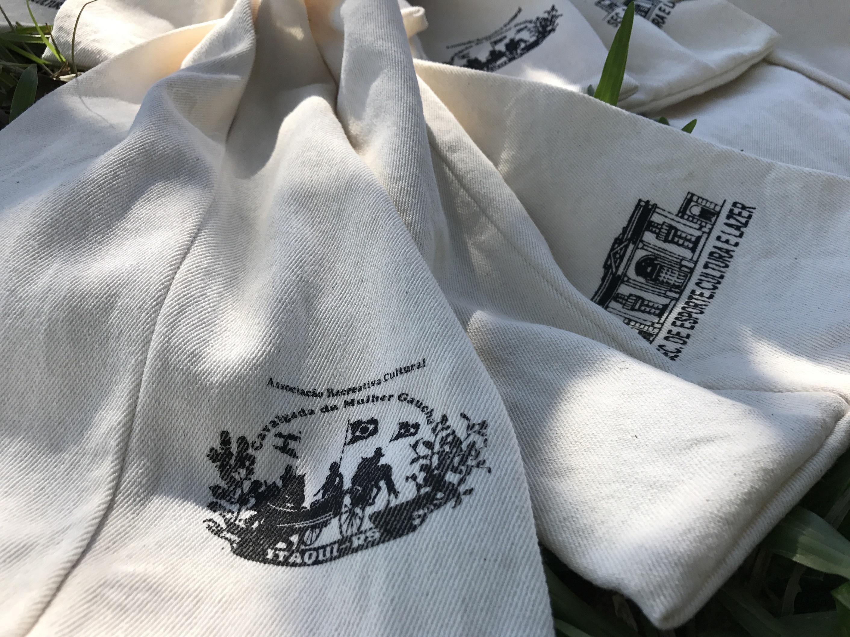 mini malas de garupa contam a cultura de Itaqui