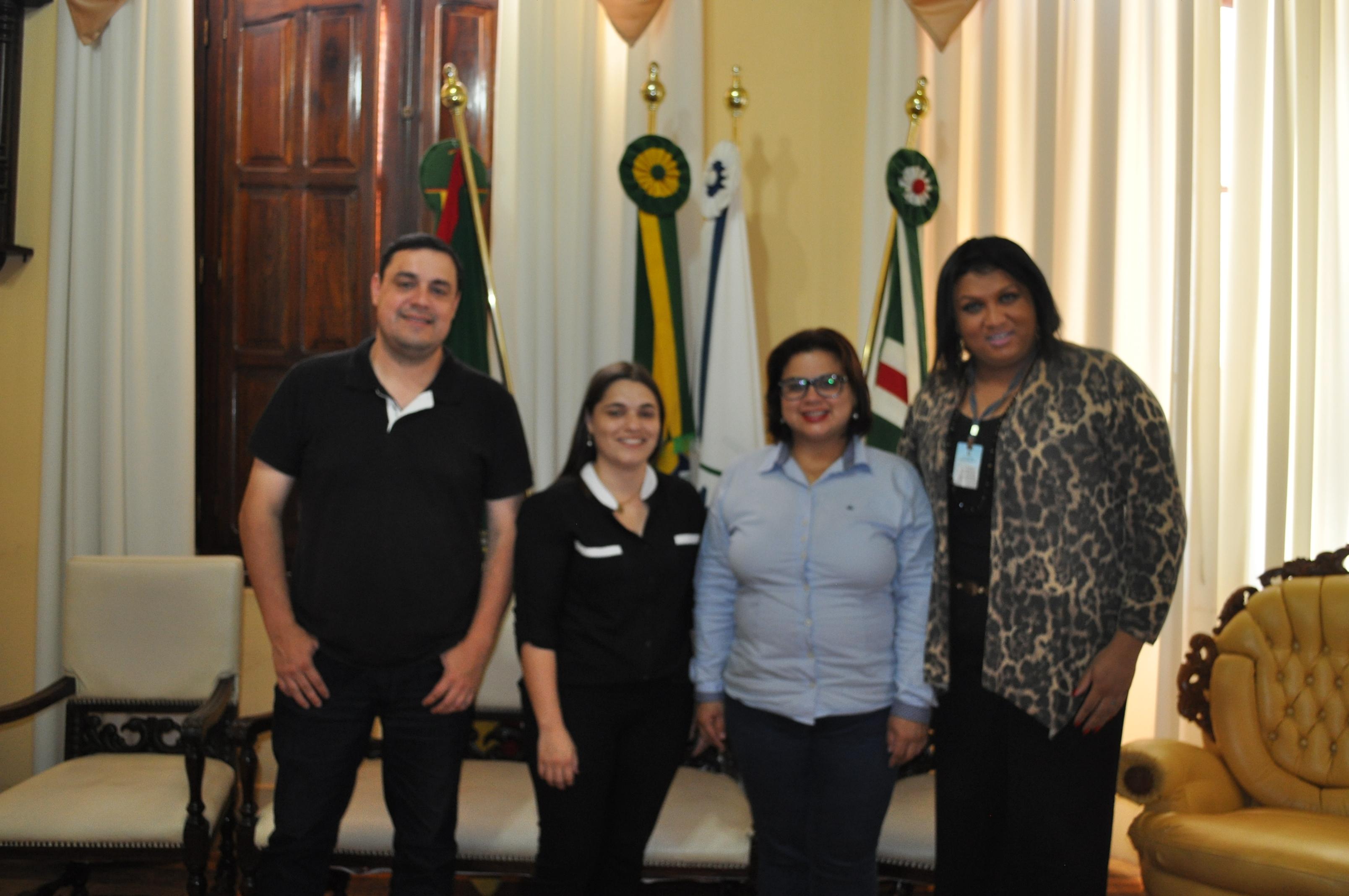 Assessora Adriana Souza, da Coordenadoria de Diversidade Sexual do Departamento de Direitos Humanos e Cidadania é recebida no Gabinete do Prefeito