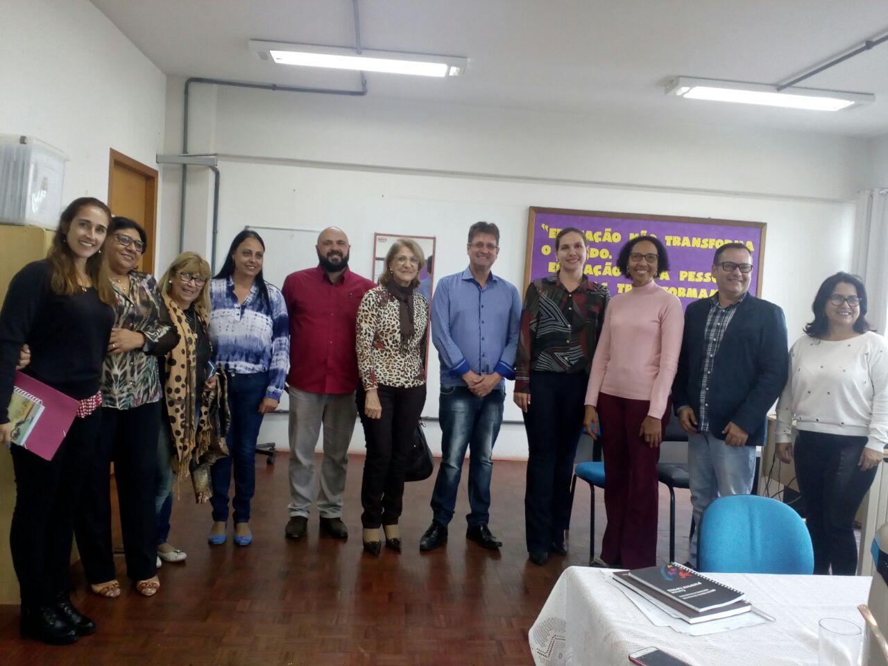 Secretária Tania Cabral em reunião na cidade de São Borja