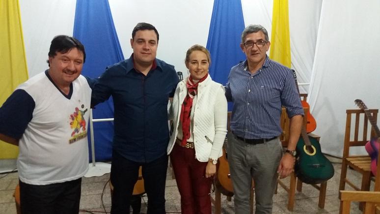 Chefe de Gabinete Roberto Zacouteguy com a Coordenadora da Cia de Artes Sem Fronteiras Jussara Foletto, o professor Valtair Vasconselos e o Vice Prefeito de Alvear.