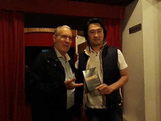 Prefeito recebe DVD do Documentário Brasiliensis