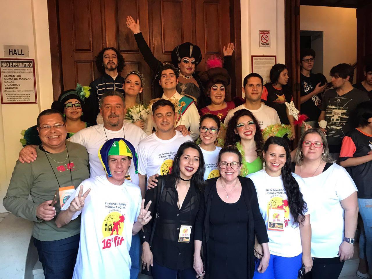 Equipe de organização do Festival com o Grupo de Teatro Elenco de Estúdio Mágico, de Corrientes, Ar.