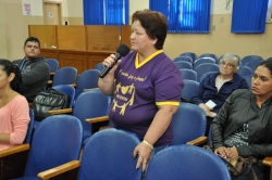 Jane Salete da Rocha, vice-presidente da Acovin, usa a palavra durante a audiência pública