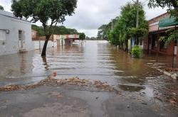 Rio Uruguai avança pela Rua Independência, uma das principais vias do Centro