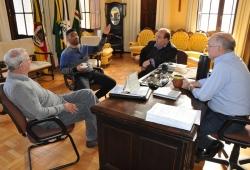 Da esq. para a dir.: Isaac, João Balbino, Ricardo e prefeito Gil