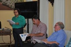Secretária de Saúde Isolaine Cardoso apresentando relatório na reunião de sexta-feira no Gabinete do Prefeito.
