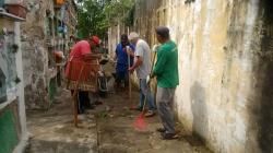 Funcionários realizaram a limpeza e corte de gramas