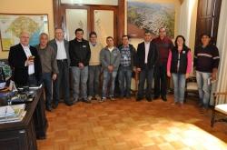 Prefeito Gil (1� � esq.) coordenou a reuni�o