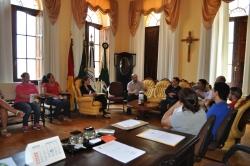 Reunião com ênfase nos setores de licitação e compras.
