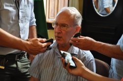 Prefeito Jarbas Martini em entrevista coletiva na manhã de ontem.