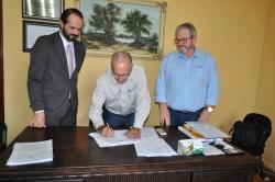 Ato de assinatura do contrato