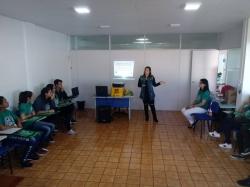 Enfermeira Fabiane D´'Avila palestrou aos jovens